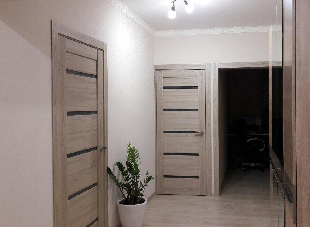 межкомнатные двери капучино с темными вставками