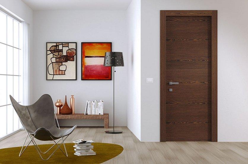 Шпонированная дверь в гостиной стиля минимализм
