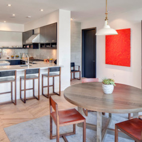 Кухонный столик из массива дерева