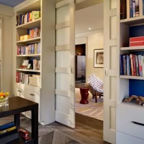 Открытые стеллажи для домашней библиотеки