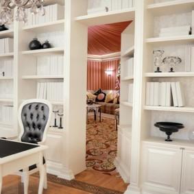 Потайная дверь в домашнем кабинете