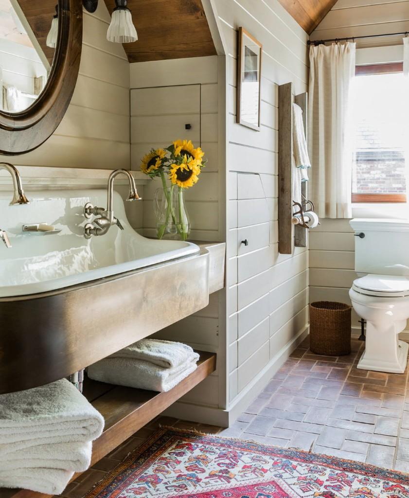 Винтажные краны в ванной комнате