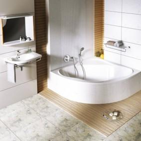Мягкий коврик перед акриловой ванной