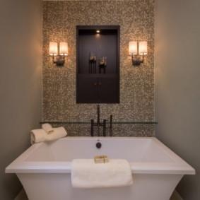 Квадратная ванна с высокими бортами