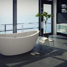 Большая ванная с видом на море