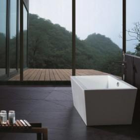 Панорамные окна в ванной комнате