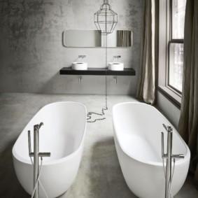 Парочка акриловых ванн белого цвета