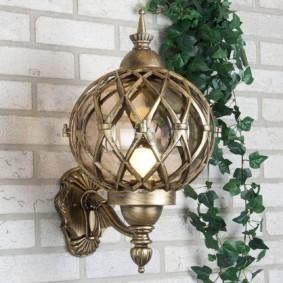 Старинный настенный фонарь в английском стиле