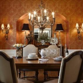 Освещение столовой на кухне английского стиля
