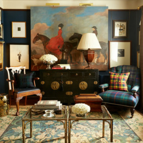 Картина в интерьере гостиной британского стиля