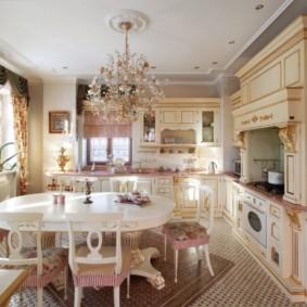Классическая мебель в кухне гостиной
