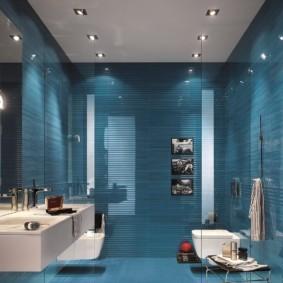 Точечные светильники на потолке ванной