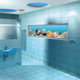 Аквариум в стене ванной комнаты