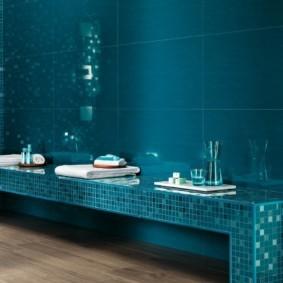 Синяя плитка крупного формата