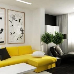 Желтый диван в гостиной современного стиля