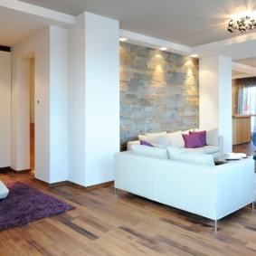 Декор камнем стены в однокомнатной квартире