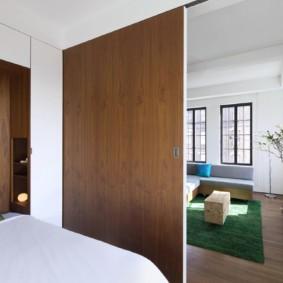 Сдвижная дверь в спальной зоне