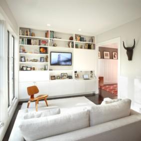 Открытый стеллаж вместо громоздкой мебели