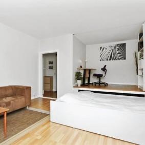 Подиум с выдвижной кроватью и рабочим кабинетом
