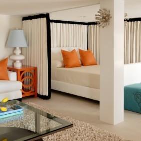 Отделение спальной зоны с помощью штор