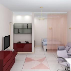 Легкие занавески в общей комнате квартиры