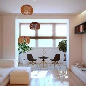 Гостиная с балконом в стиле минимализма