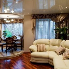 Дугообразный диван в кухне-гостиной