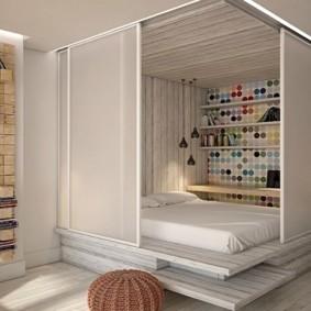 Спальное место за раздвижными перегородками