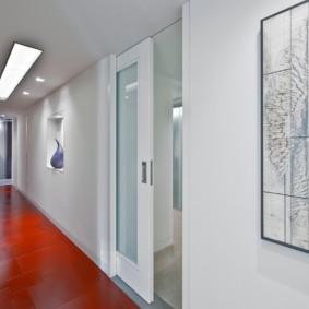 Раздвижная дверь из коридора в комнату