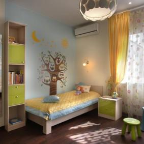 Желтые занавески в детской комнате