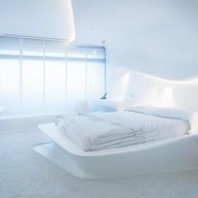 Белая спальня с панорамным окном