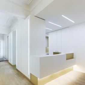 Белая мебель с гладкими фасадами