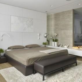Серая кровать в интерьере спальни