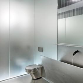Туалет в духе минимализма и хай тека