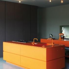 Контрастная кухня в стиле хай тек