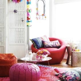 Пуф-подушка розового цвета
