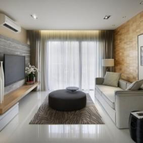Оформление большого окна в гостиной