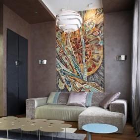 Красивое панно в интерьере небольшой комнаты