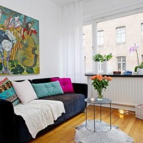 Декор картиной стены над диваном