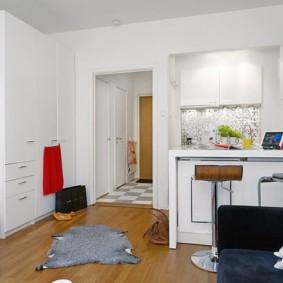 Белая мебель в светлой квартире