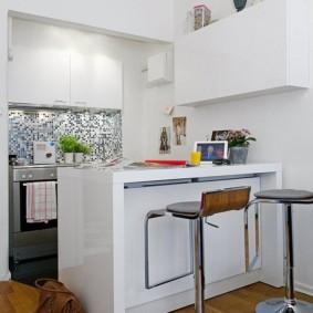 Барная стойка в кухне гостиной