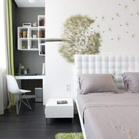 Риснок одуванчика на стене спальни