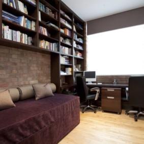 Книжные полки в спальной комнате