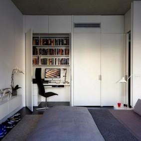 Шкаф с рабочим местом в спальной комнате