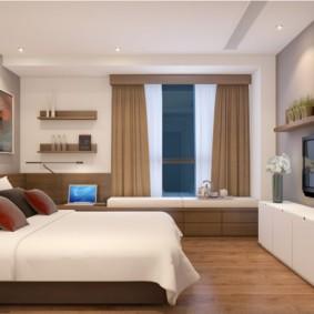 Коричневые занавески в спальне с телевизором