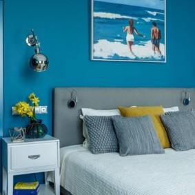 Синие стены в современной спальне