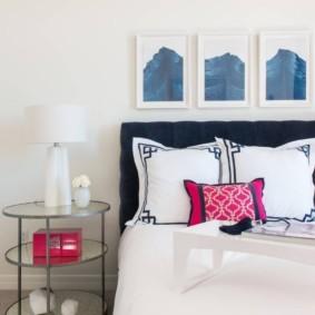 Белые подушки с черным рисунком