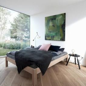Шикарная спальня с большим окном