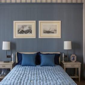 Деревянные столики по бокам кровати