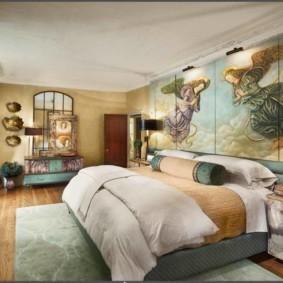 Художественная живопись в интерьере спальни